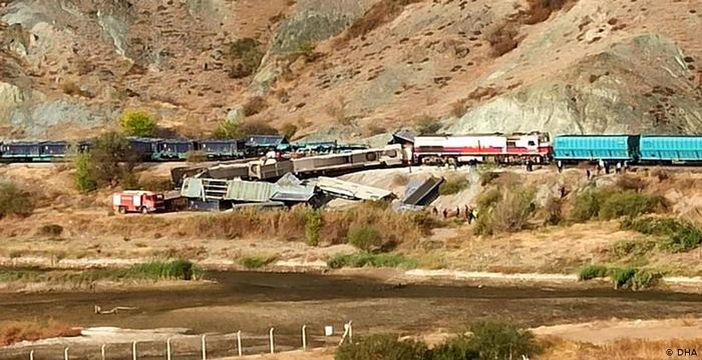 Ankara'da iki tren çarpıştı